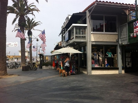 Fantastic Location Beach Store!